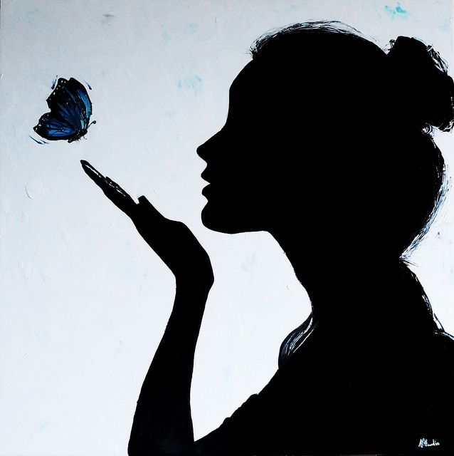 esinti-kelebek-bayan