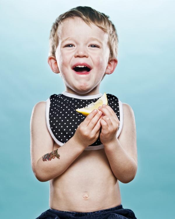limon-yiyen-bebekler-dovmeli